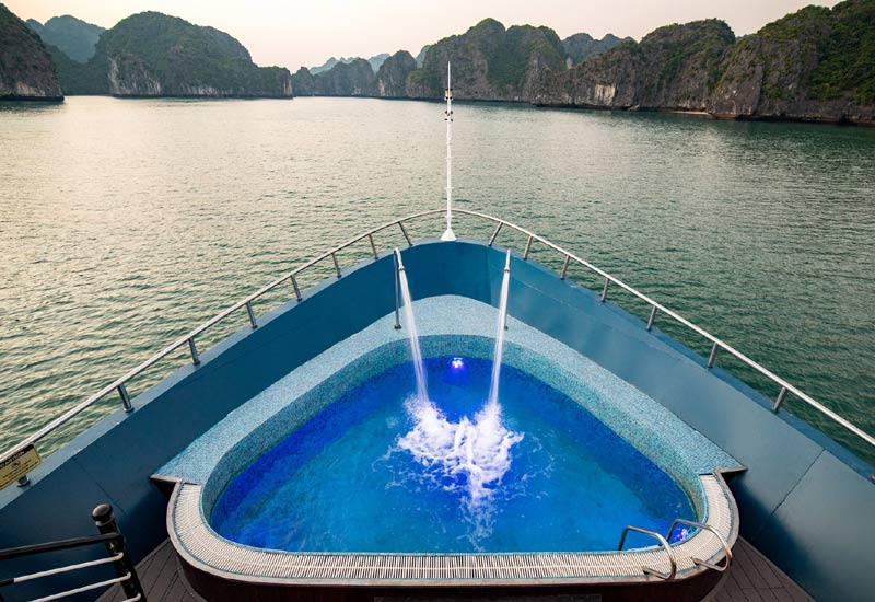 Which Halong Bay cruises have Jacuzzi Pools?
