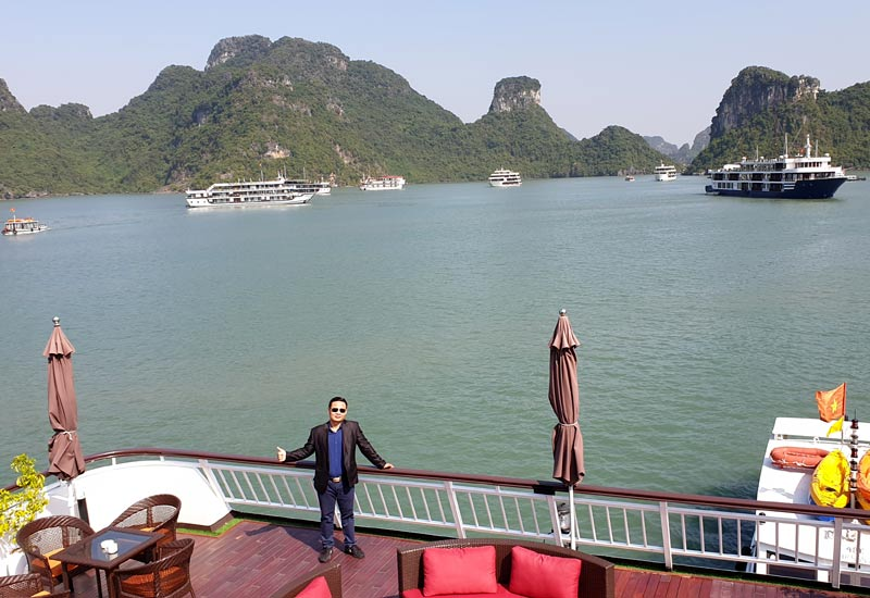 What is the maximum time to book cruises in Halong Bay?