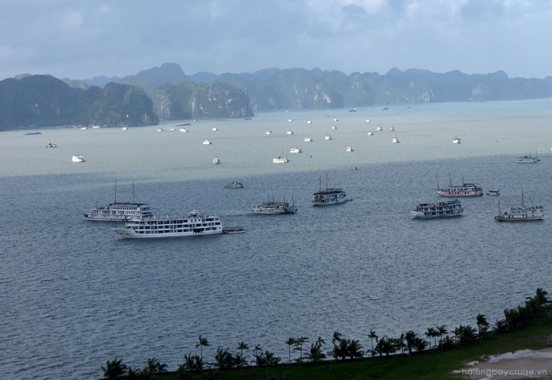 What bad weather might occur in Halong Bay?