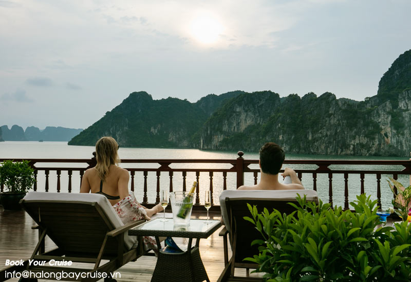 Choose Halong bay cruise to fit in your pocket