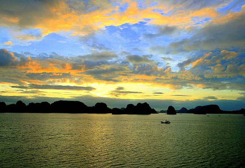 Sunset in Halong Bay - Sunset Times and Top Things To Do in Sunset