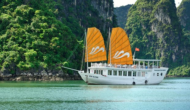 Relax and enjoy your full day cruise on Paradise Explorer
