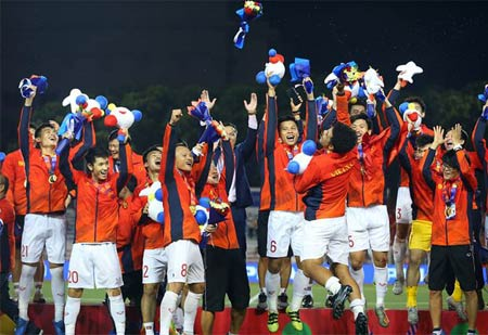 Vietnam beat Indonesia 3-0 to take SEA Games football gold