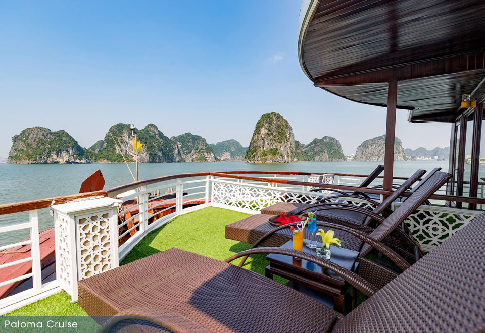 Paloma cruise, Classic traditional wooden junk boat in Halong bay