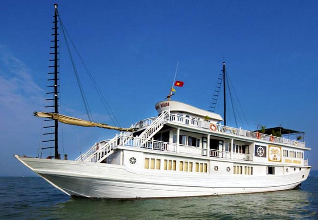 Golden Lotus Cruises halong bay