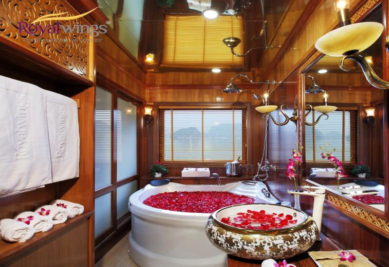 Royal Wings Cruise bathroom